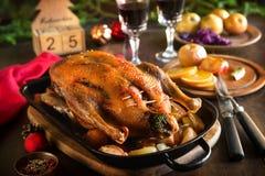 Canard de Noël de rôti avec des pommes Image libre de droits