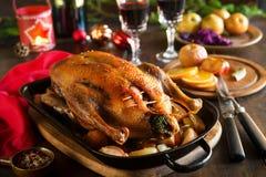 Canard de Noël de rôti avec des pommes Photo stock