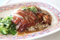Canard de rôti au-dessus de riz Photos stock