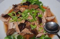 Canard de rôti avec des légumes Image libre de droits