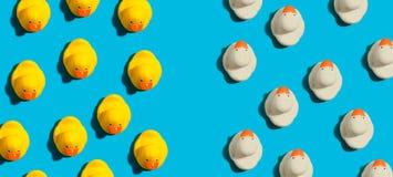 Canards en caoutchouc dans le concept différent de directions illustration de vecteur
