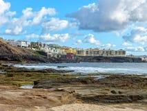 Canarische Eilandenstrand onder bewolkte dag stock foto