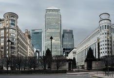 Canary Wharf är ett av de två viktiga affärsområdena i London royaltyfria foton