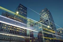 Canary Wharf-bankdistrict bij schemer Stock Foto's