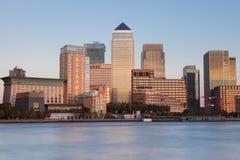 Canary Wharf bij Schemer Royalty-vrije Stock Afbeeldingen