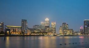 Canary Wharf bis zum Nacht, London Lizenzfreie Stockfotografie