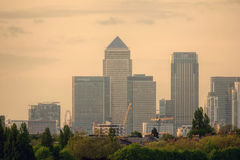 Canary Wharf Distric financeiro no por do sol foto de stock