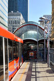 Canary Wharf, DLR-post in Londen, het UK Stock Afbeeldingen