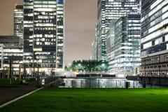 Canary Wharf dzielnica biznesu przy nighttime obrazy royalty free