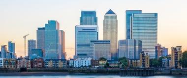 Canary Wharf em Londres no por do sol Fotos de Stock