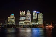 Canary Wharf en Londres en la noche Fotografía de archivo libre de regalías