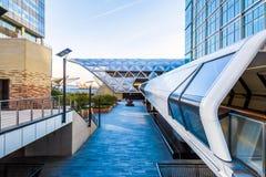 Canary Wharf fot- bro Arkivfoton