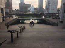 Canary Wharf jettent un pont sur l'angle différent Image stock