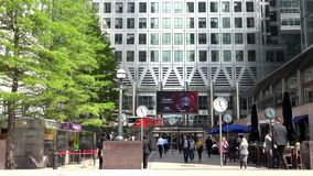 Canary Wharf London, affärsfolk som går i det finansiella området, kontor 4K lager videofilmer