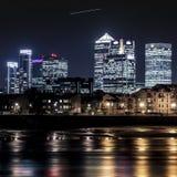 Canary Wharf på skymning Royaltyfri Fotografi
