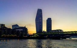 Canary Wharf p? solnedg?ng royaltyfria foton