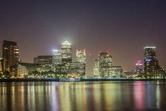 Canary Wharf 's nachts, Londen Royalty-vrije Stock Foto's