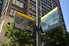 Free Canary Wharf Street Sign For Directions In Cabot Square , East London Royalty Free Stock Photography - 183746347