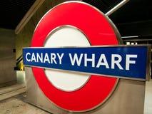 Canary Wharf underjordiskt tecken, London Fotografering för Bildbyråer