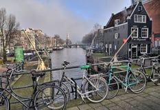 CANAUX D'AMSTERDAM promenade à Amsterdam photo libre de droits