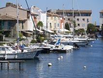 Canaux dans le port Grimaud, France Photo libre de droits