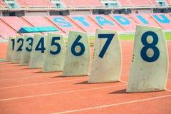 Canaux numérotés dans la précipitation de yards de précipitation photos stock