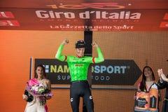 Canazei, Italia 24 de mayo de 2017: Pierre Rolland Cannondale-Drapac Pro Cycling Team, en el podio imagen de archivo libre de regalías