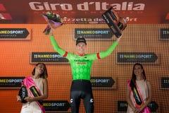 Canazei, Italia 24 de mayo de 2017: Pierre Rolland Cannondale-Drapac Pro Cycling Team, en el podio foto de archivo libre de regalías