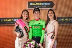 Canazei, Italia 24 de mayo de 2017: Pierre Rolland Cannondale-Drapac Pro Cycling Team, en el podio imagenes de archivo