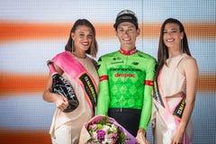 Canazei, Italia 24 de mayo de 2017: Pierre Rolland Cannondale-Drapac Pro Cycling Team, en el podio fotografía de archivo