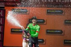 Canazei, Italia 24 de mayo de 2017: Pierre Rolland Cannondale-Drapac Pro Cycling Team, en el podio fotos de archivo
