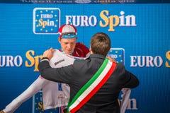 Canazei, Italia 24 maggio 2017: Bob Jungels, in jersey bianco di migliore giovane cavaliere Fotografia Stock Libera da Diritti