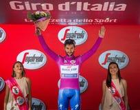 Canazei, Italia 24 maggio 2017: Fernando Gaviria, in jersey porpora di migliore sprinter Fotografie Stock Libere da Diritti