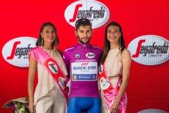 Canazei, Italia 24 maggio 2017: Fernando Gaviria, in jersey porpora di migliore sprinter Immagini Stock