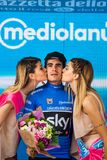 Canazei, Italia 24 maggio 2017: Mikel Landa, in jersey blu, sul podio dopo una fase dura del montain Fotografie Stock Libere da Diritti