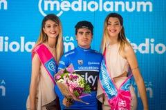 Canazei, Italia 24 maggio 2017: Mikel Landa, in jersey blu, sul podio dopo una fase dura del montain Fotografie Stock