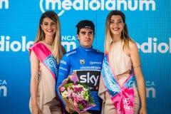 Canazei, Italia 24 maggio 2017: Mikel Landa, in jersey blu, sul podio dopo una fase dura del montain Immagini Stock Libere da Diritti