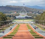 Canberra Australien huvudsikt från krigmuseum till parlamentet ho Arkivbild