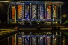 Canberra erleuchten Festival-Nationalbibliothek stockbilder