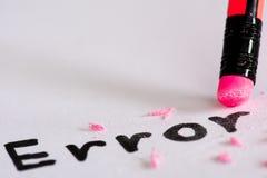 Cancelli l'errore di parola con un concetto di gomma di eliminazione fotografia stock libera da diritti