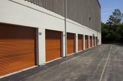 Cancelli pubblici arancioni di memoria immagine stock