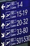 Cancello che indica scheda in aeroporto Fotografia Stock