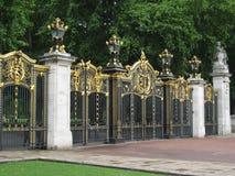 Cancello del Buckingham Palace Immagini Stock Libere da Diritti