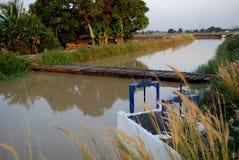 Cancello di acqua e del fiume Fotografie Stock Libere da Diritti