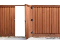 Cancello di apertura in una rete fissa di legno Fotografie Stock Libere da Diritti
