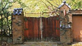 Cancello di legno antico del granaio Fotografia Stock Libera da Diritti