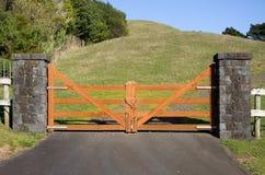Cancello di legno chiuso Fotografie Stock