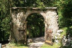 Cancello di pietra antico Immagini Stock