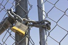 Cancello di serratura fotografie stock libere da diritti