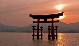 Cancello di Torii, Miyajima, Giappone Fotografia Stock